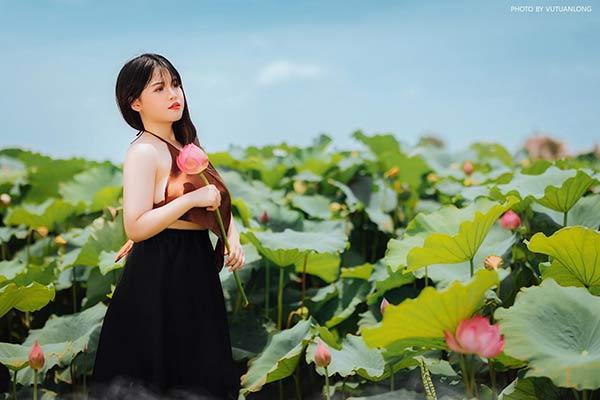 Nữ sinh Hải Dương sở hữu vòng ngực 110 cm khiến người xem bỏng mắt với ảnh áo yếm bên sen-4