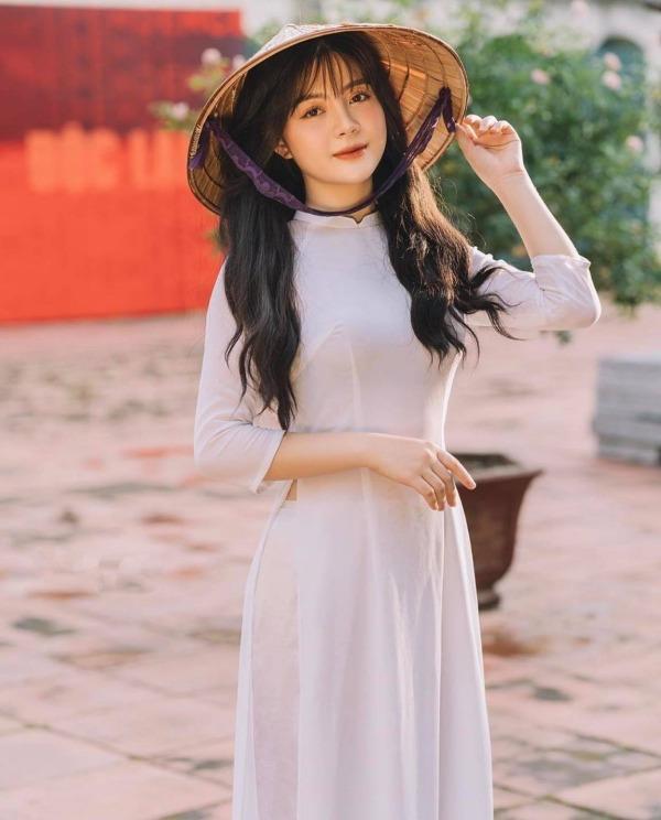 [Tin] - Thân hình nuột nà, nữ sinh diện áo dài quá đổi xinh đẹp