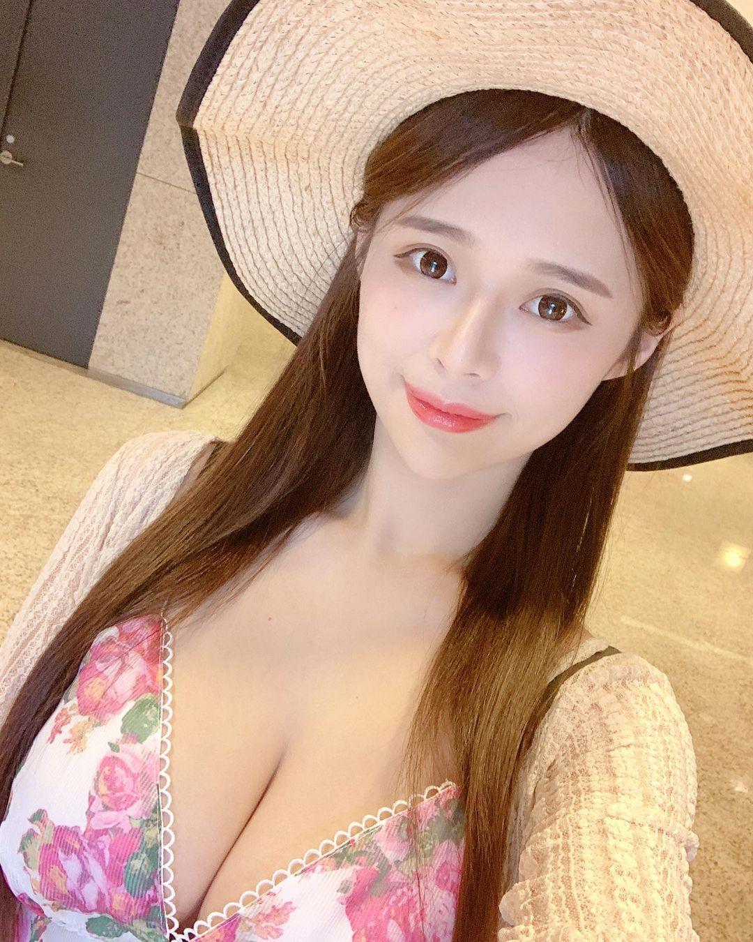 [Tin] - Nàng streamer xinh đẹp thả rông vòng 1 quá khủng
